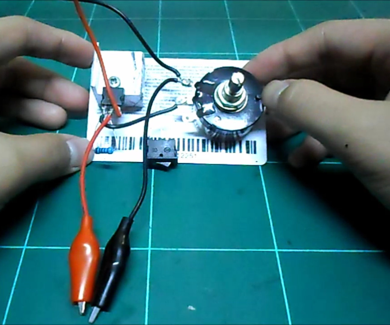 Variable Voltage Regulator Using the LM317