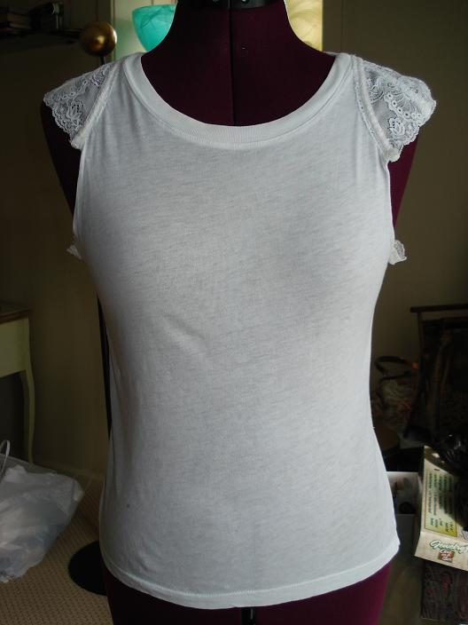 How to recycle old bra and T-shirt