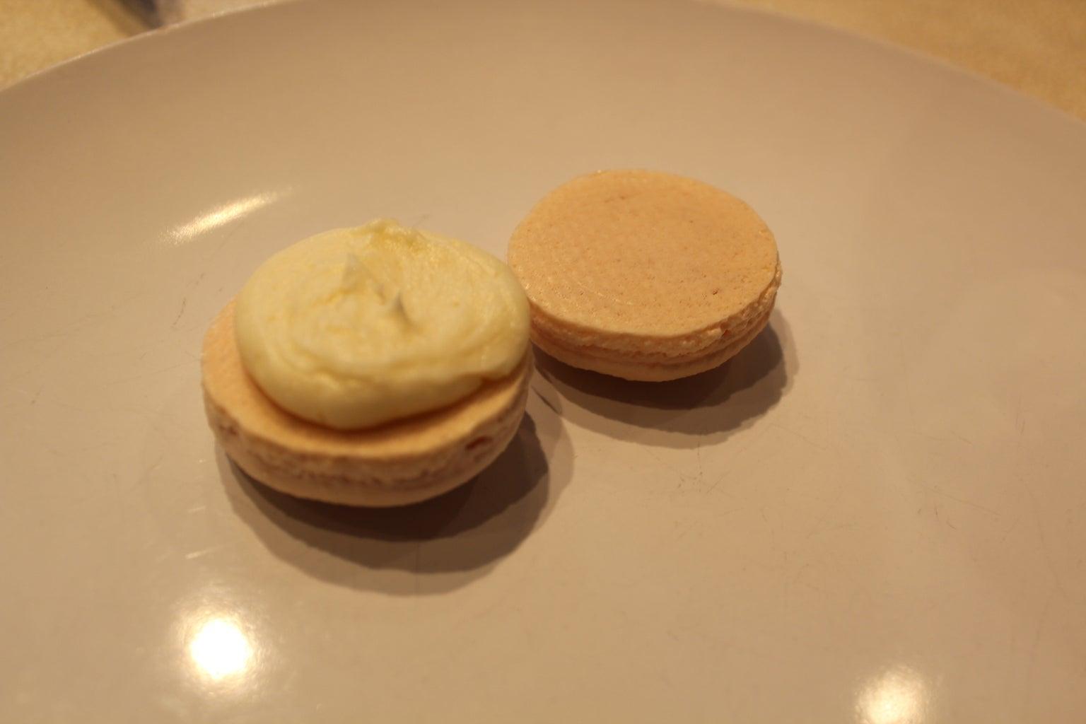 Filling Macaroons - Buttercream