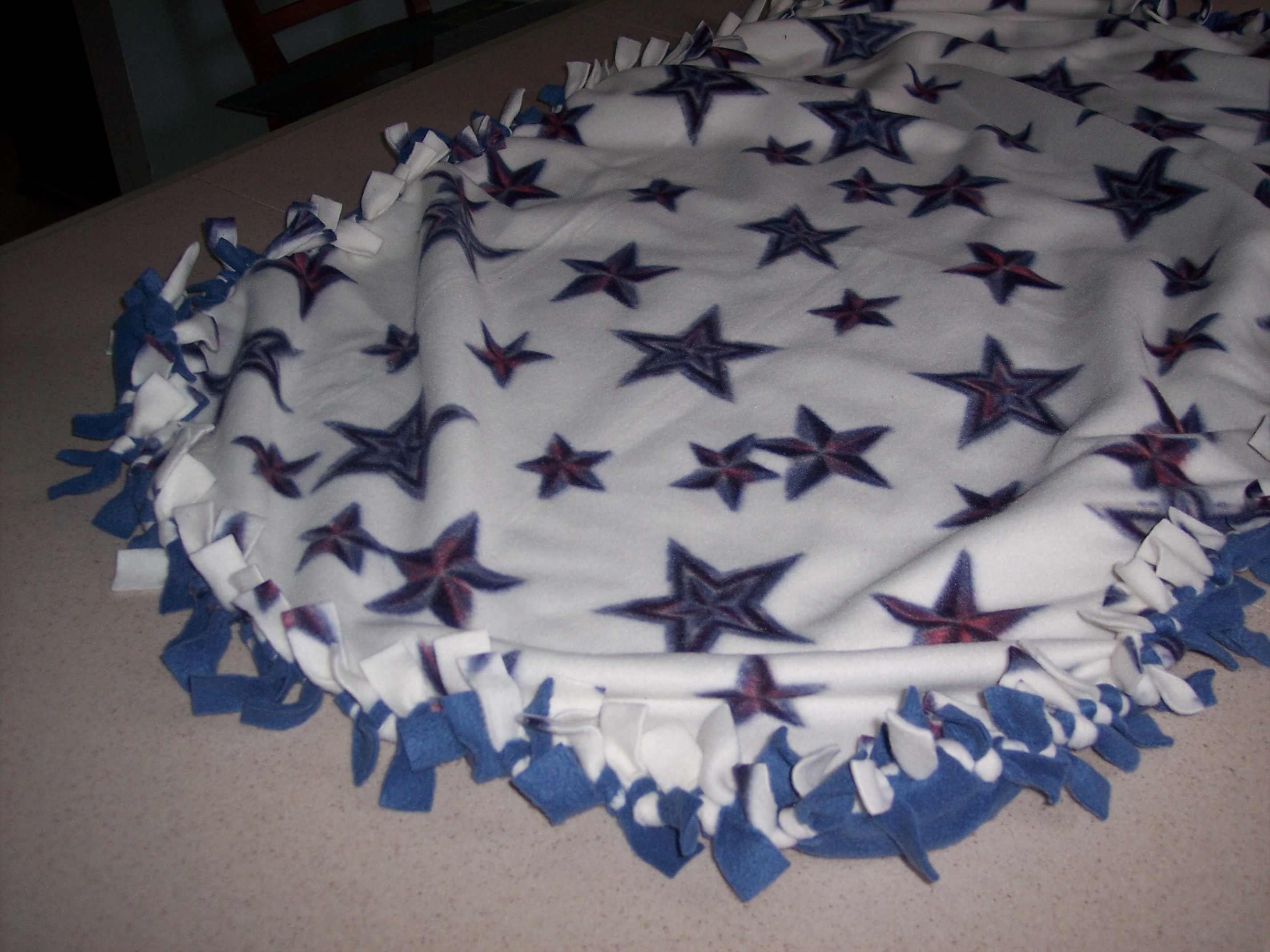 How To Make A Tied Fleece Blanket 10 Steps With Pictures Instructables