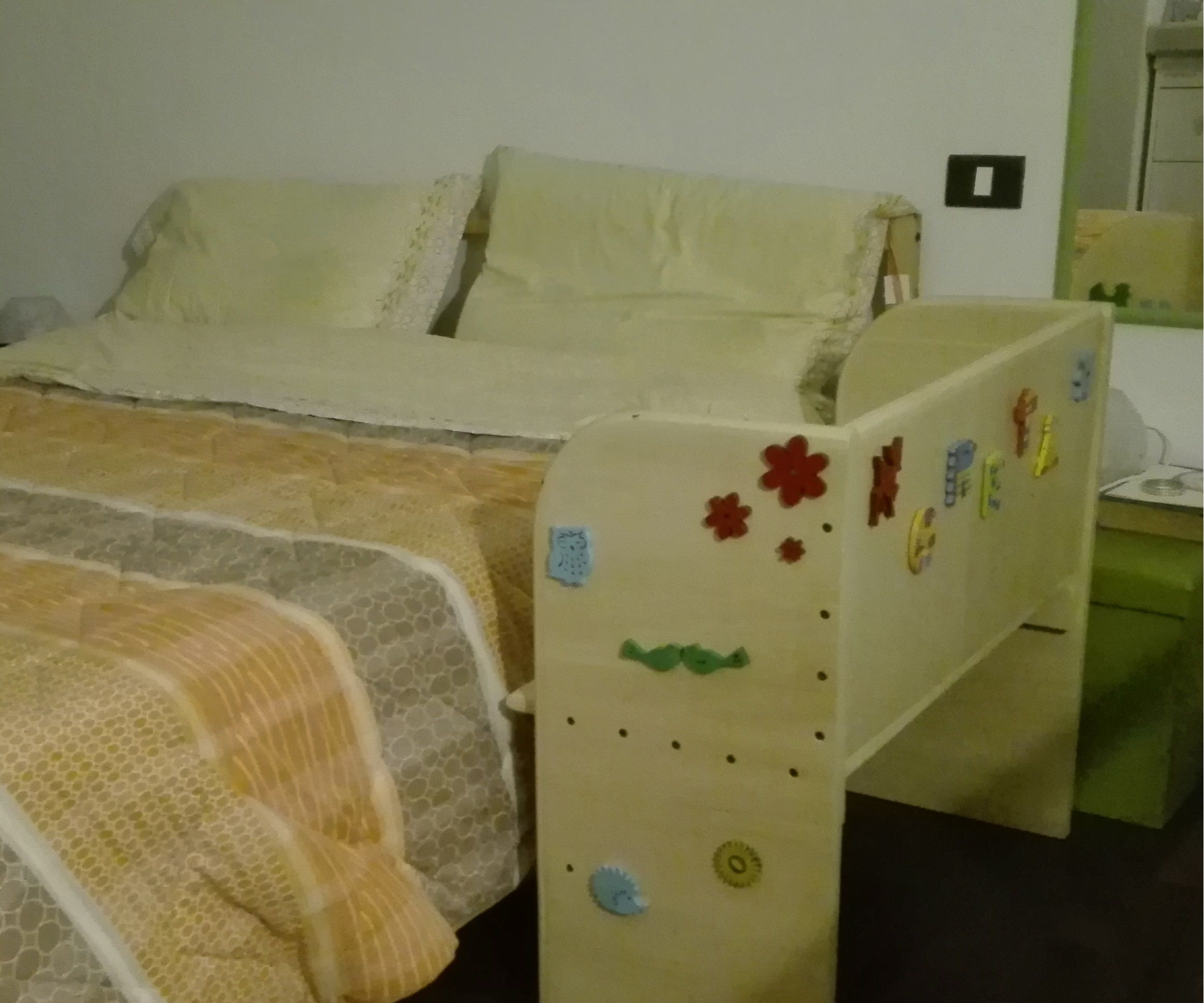 A robust side bed for our incoming daughter