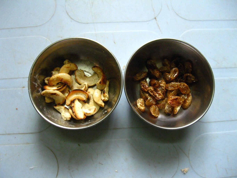 Roast Raisins and Cashew Nuts in Ghee