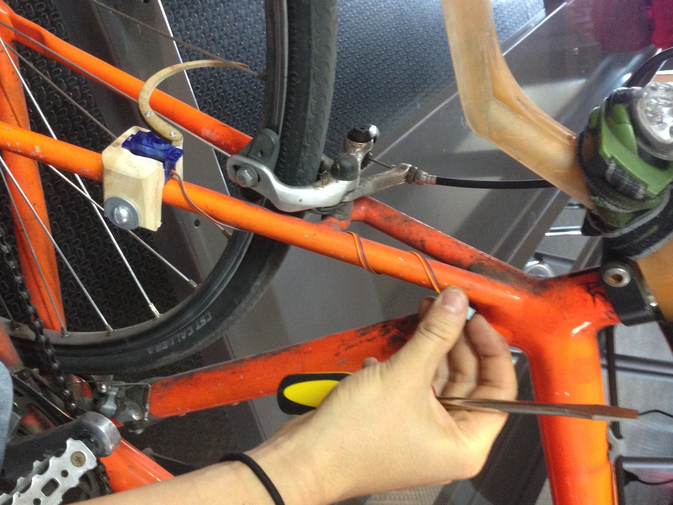 Fix the Mount in the Rear Fork Tube