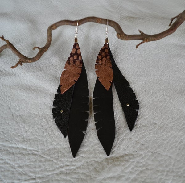 ✯ LEATHER FEATHER EARRINGS ✯