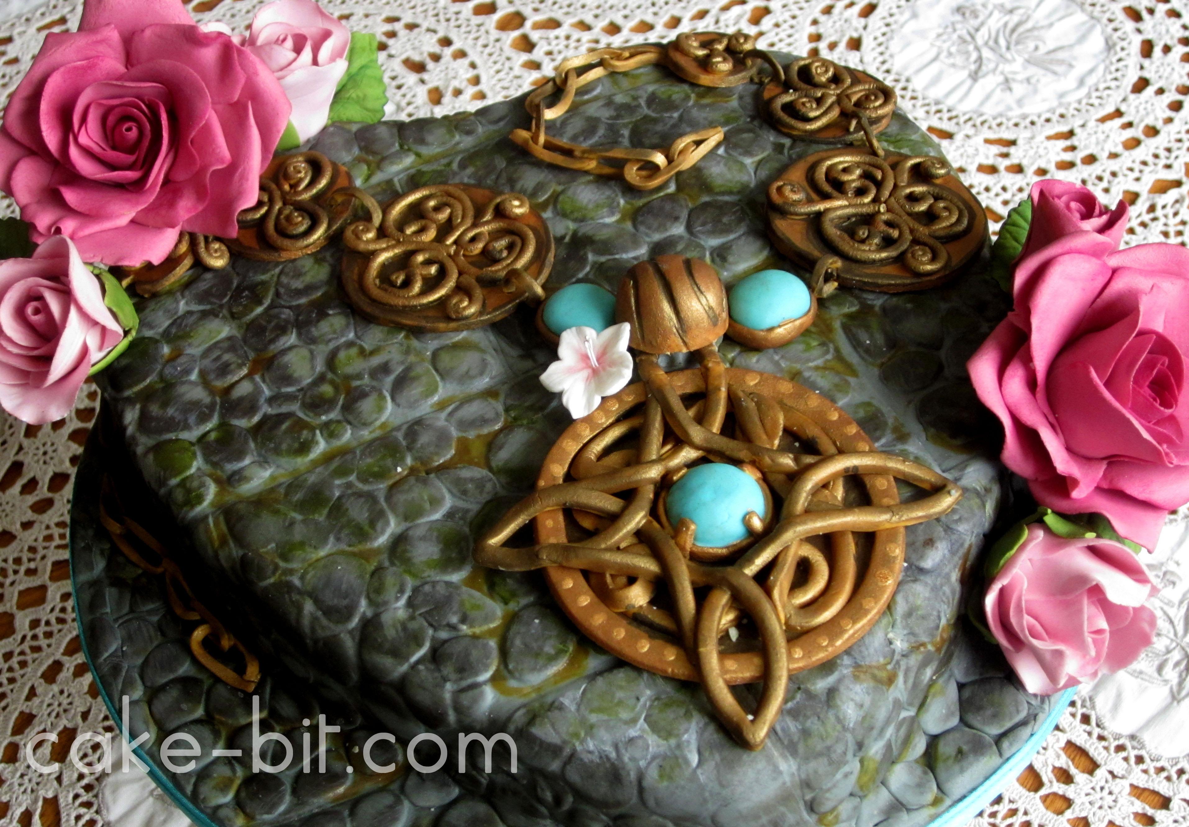"Romantic Skyrim-inspired ""Amulet of Mara"" Cake!"