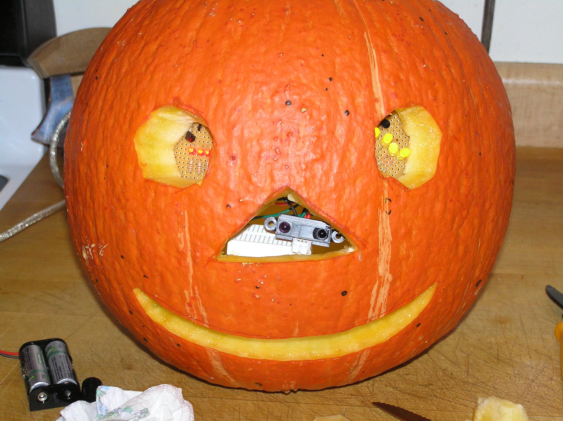 Arduino-Powered Pumpkin