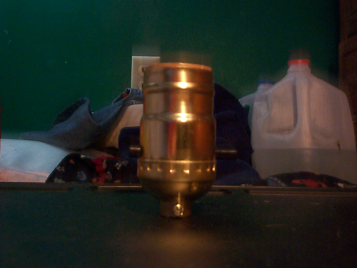 how to wire-up a light bulb-socket