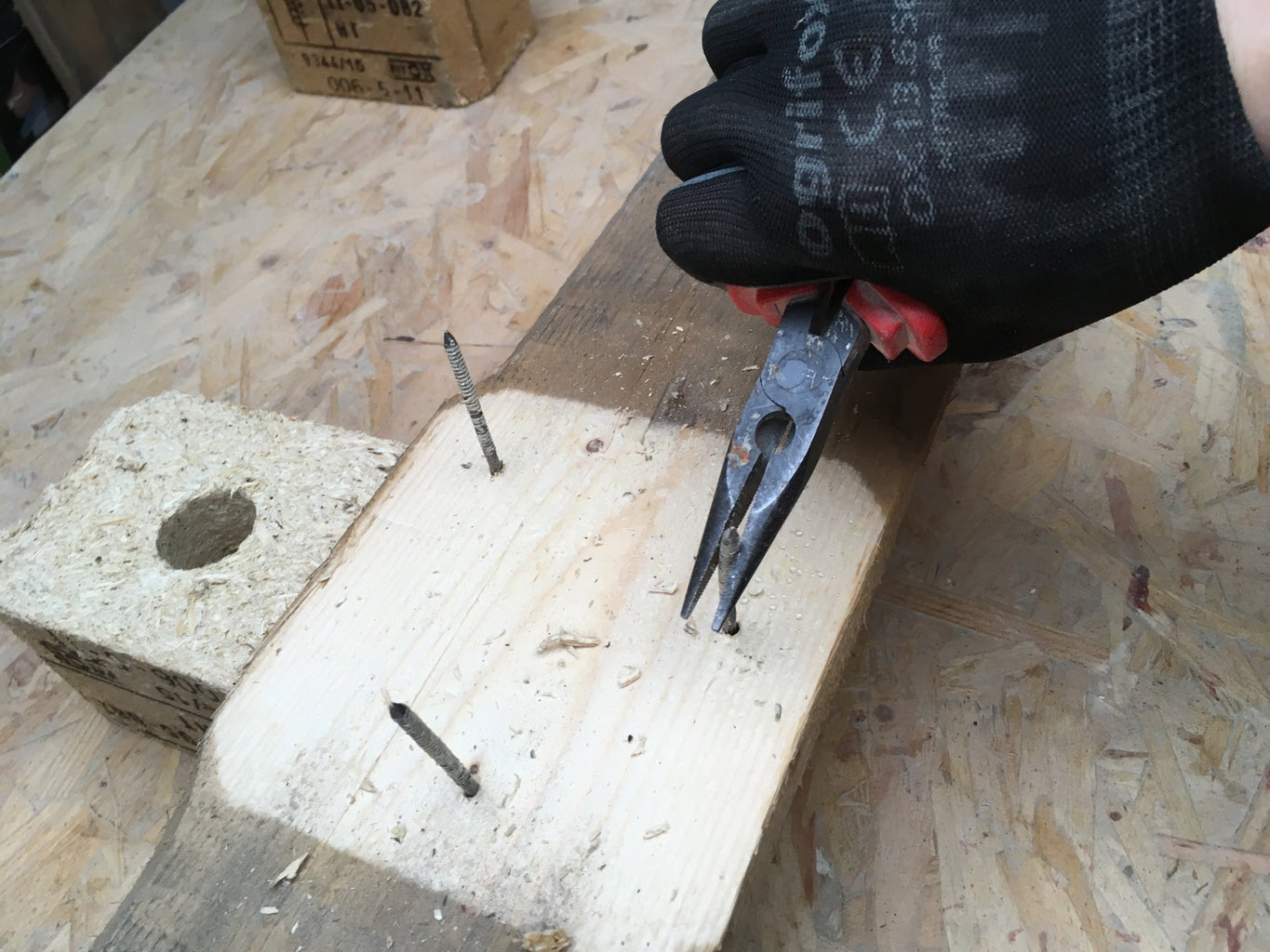 HOW TO DISASSEMBLE a PALLET - STEP 3