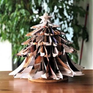 简单的上循环的纸圣诞树