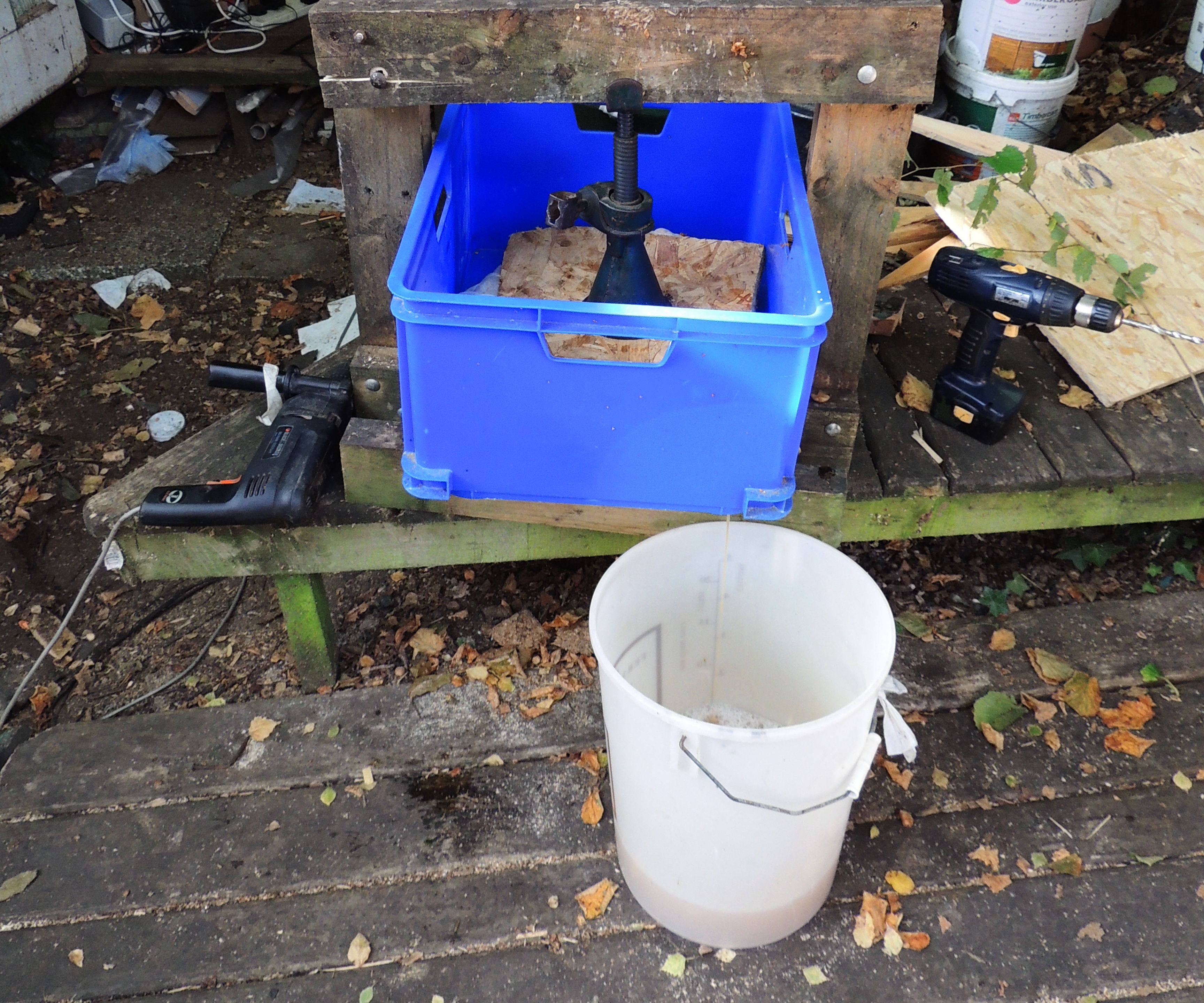 How to make a cider press with a car jack