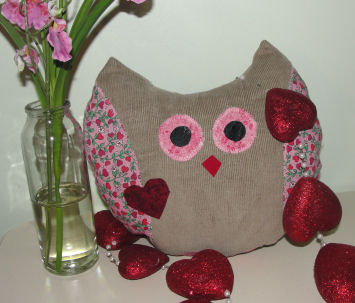 """How to Make a """"LOVE OWL Pillow"""" - a Valentine Sewing Craft"""