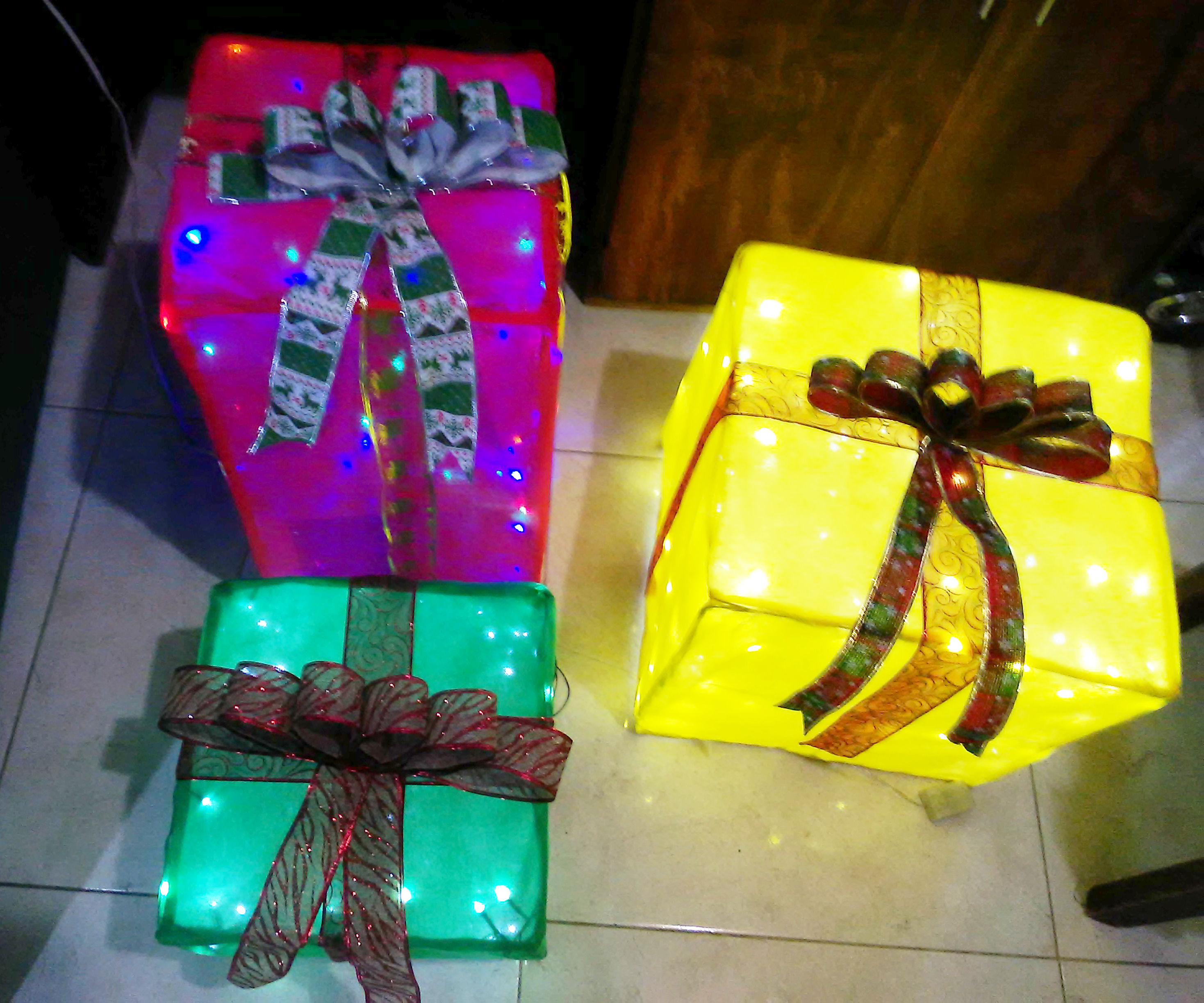Illuminated Christmas Gift Box - Outside Decoration