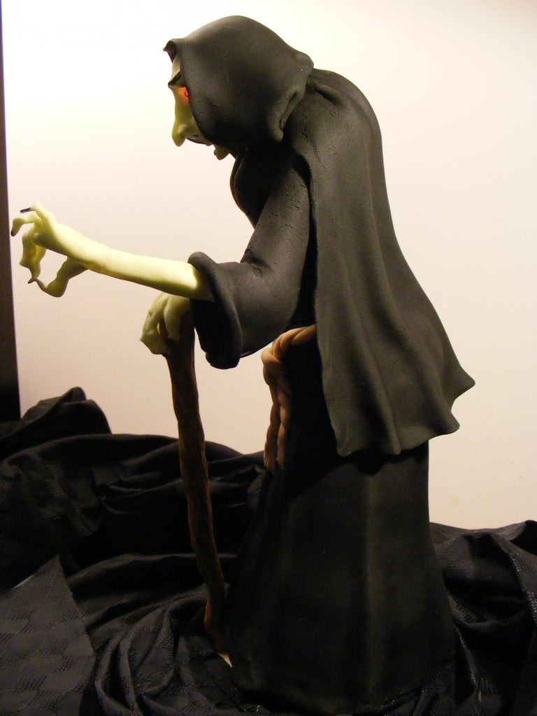 Sculpting the Fondant Witch