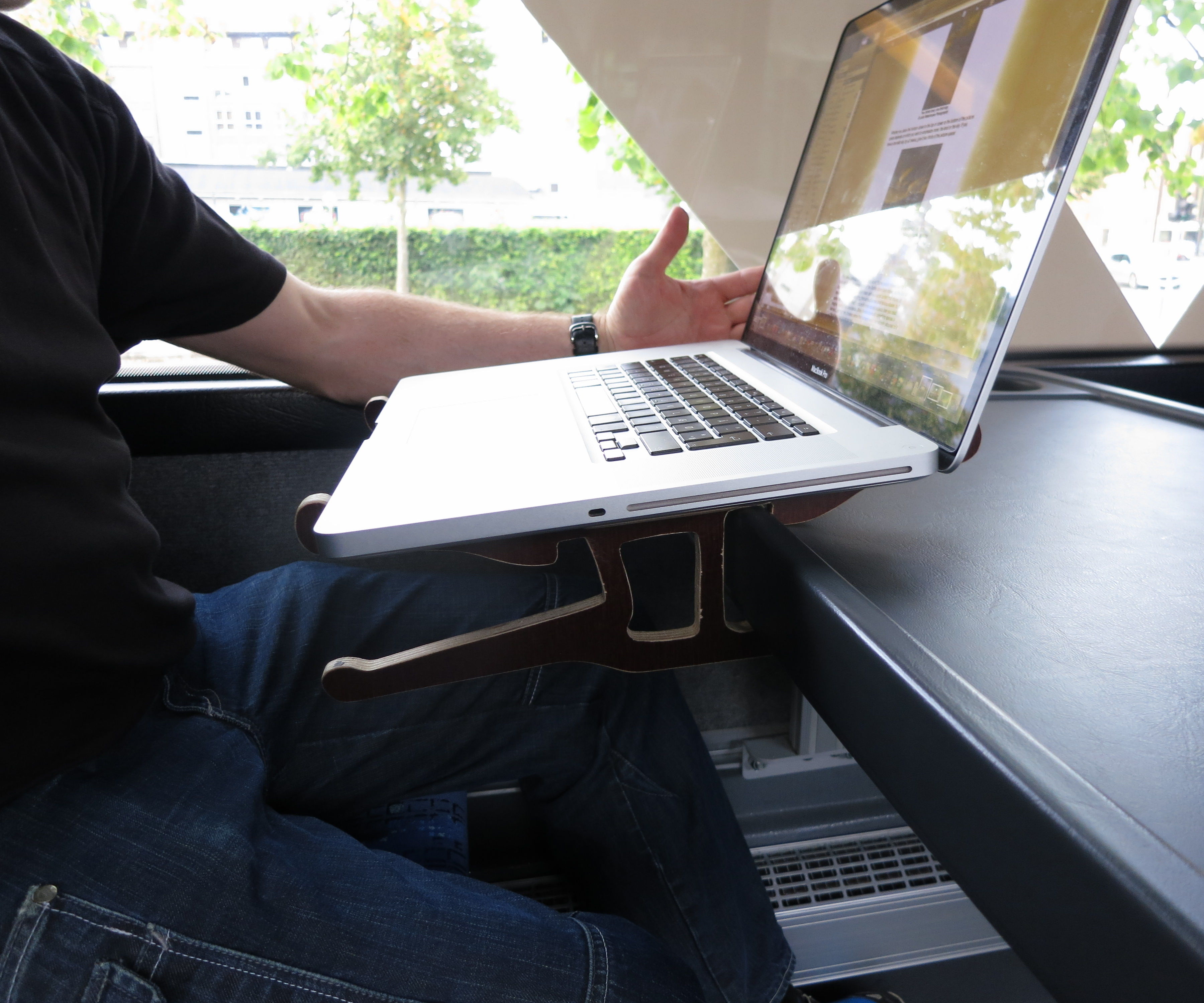 Travel PC table for commuters