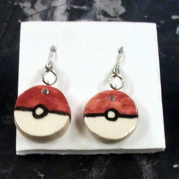 Pokeball Earrings: a Super-effective Gift for Friends and Family!