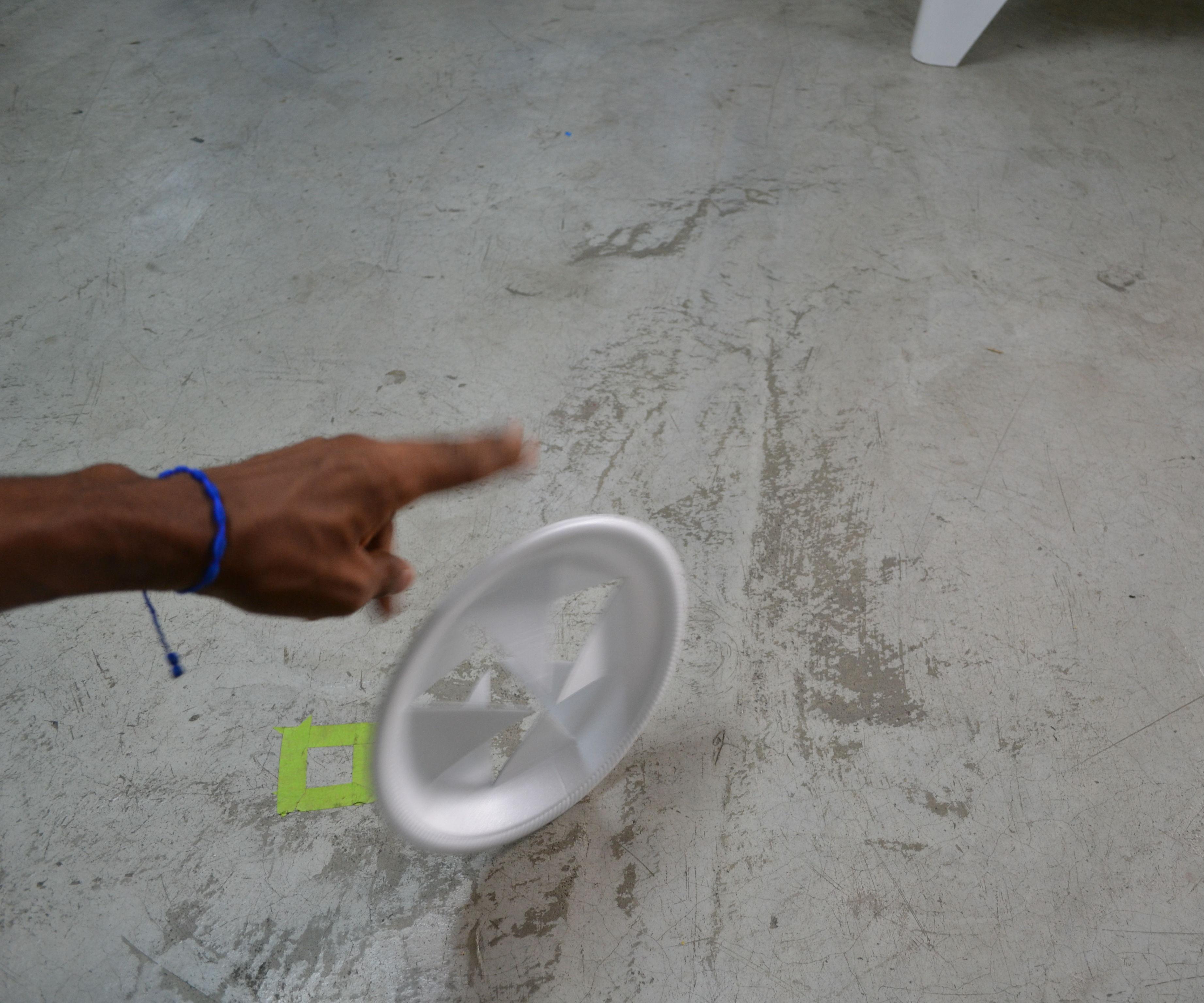 Como hacer una rueda con un plato desechable