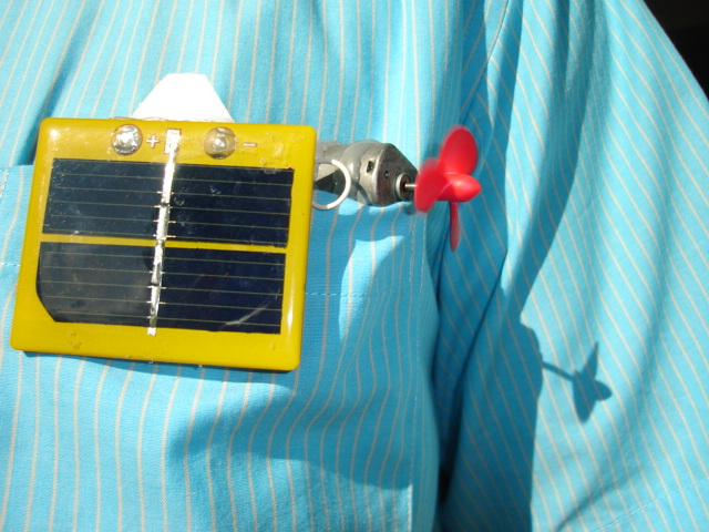 Simple solar powered pocket submarine with depth control.