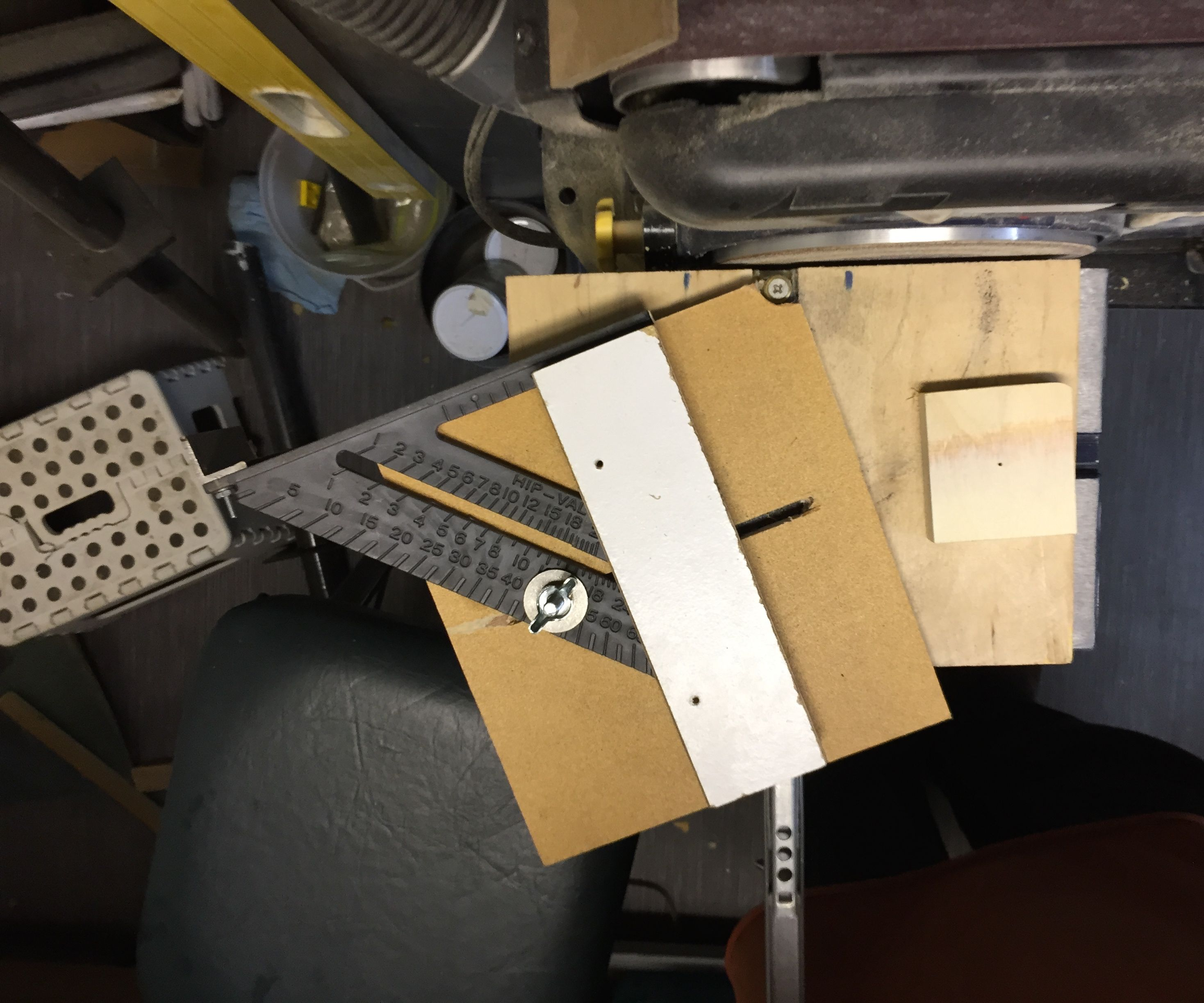 Corner rounding jig for a disk sander