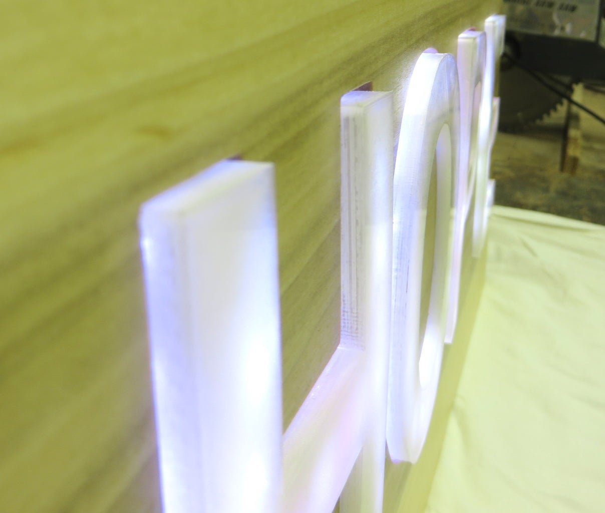 Sign 3: Internal Light Source With Protruding Lit Objects (HOPE)