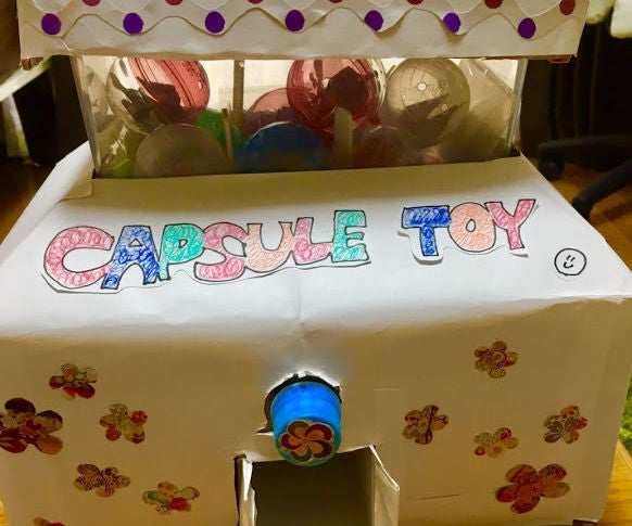 Capsule-toy Vending Machine