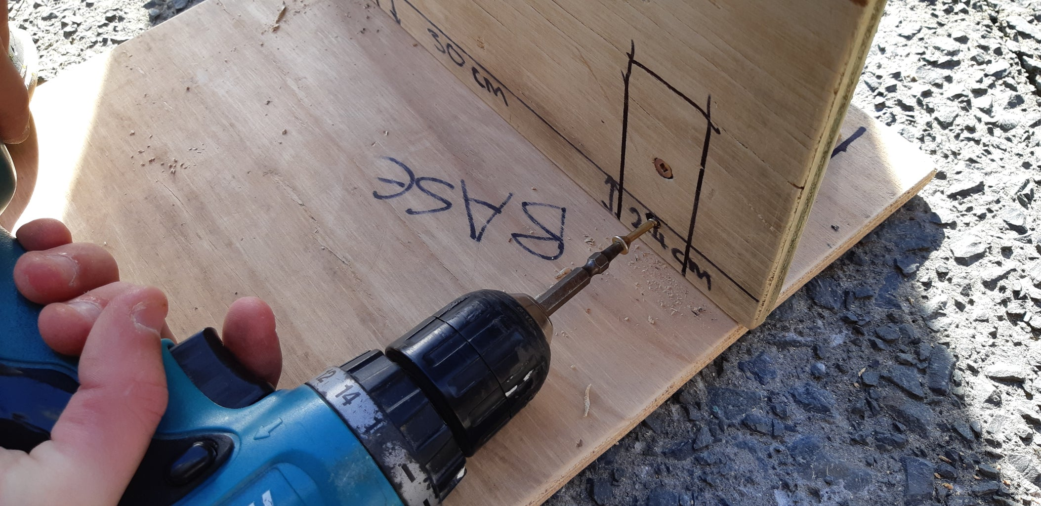 ATTACHING THE BACK BOARD TO THE BASE