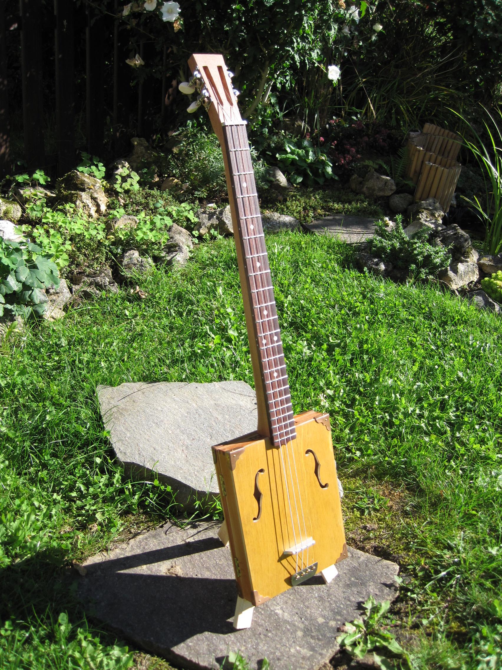 Zigarrocaster - My first cigar box guitar
