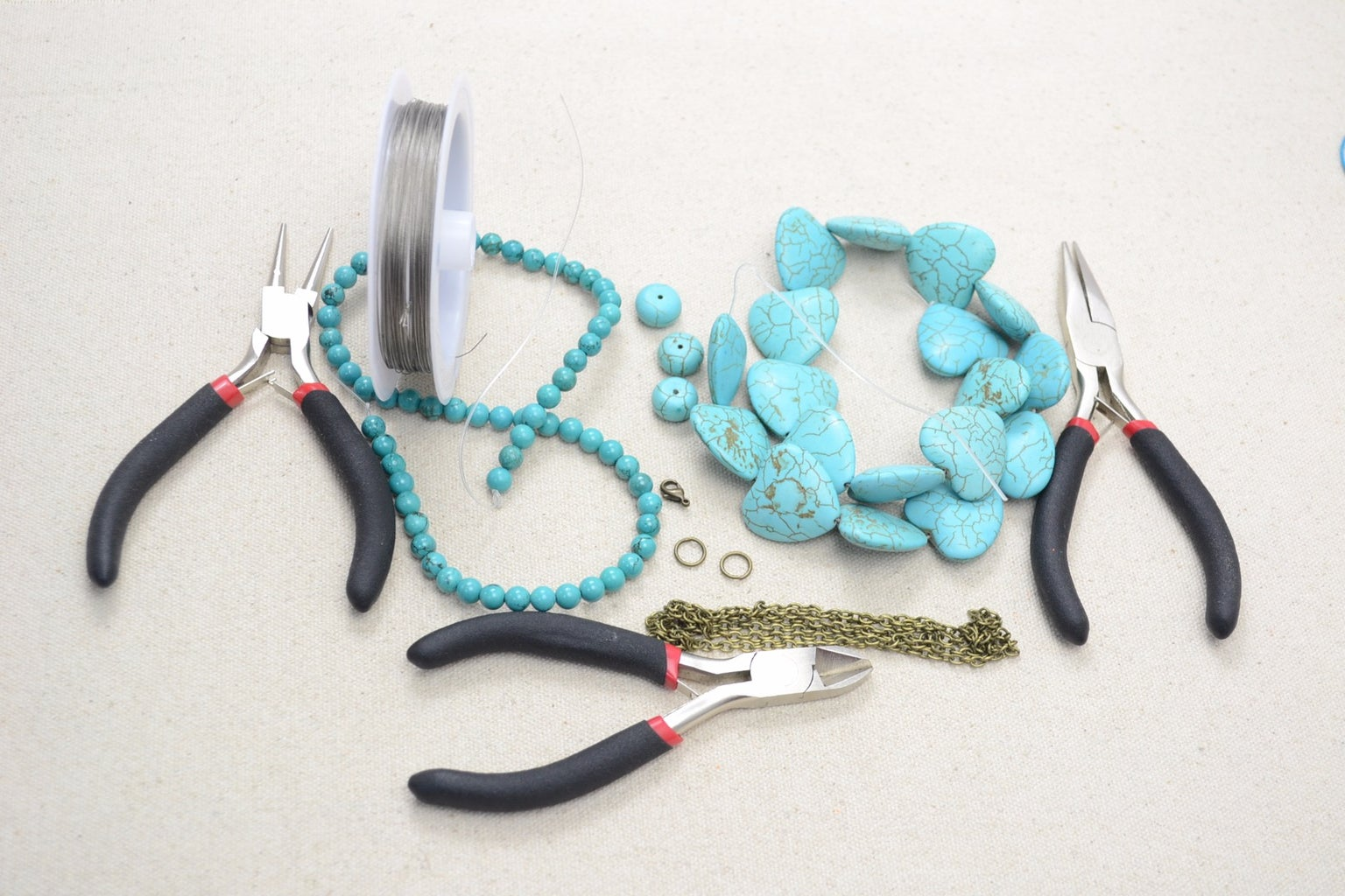 Materials and Tools for the Beaded Chain Necklace