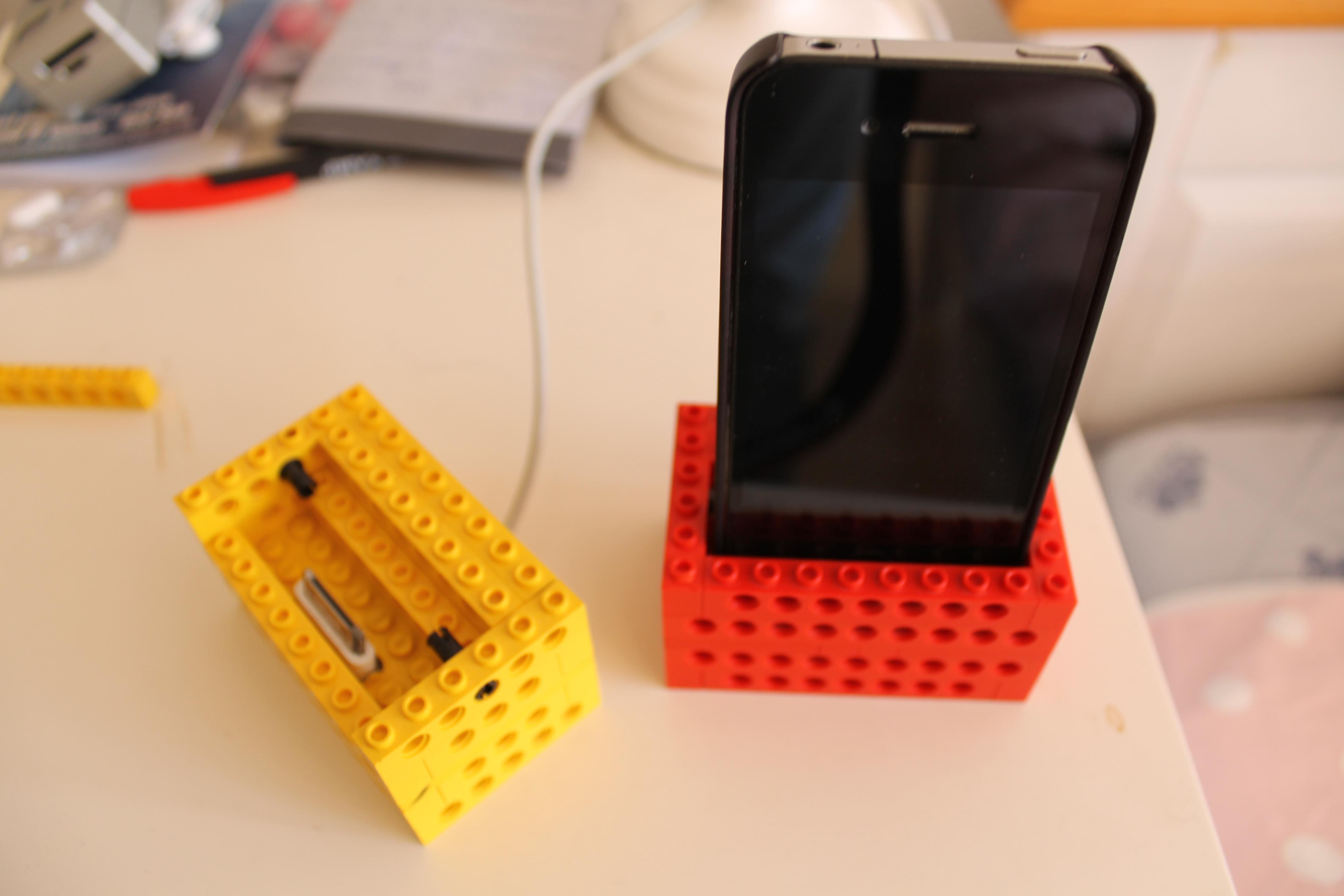 iPhone Legodock