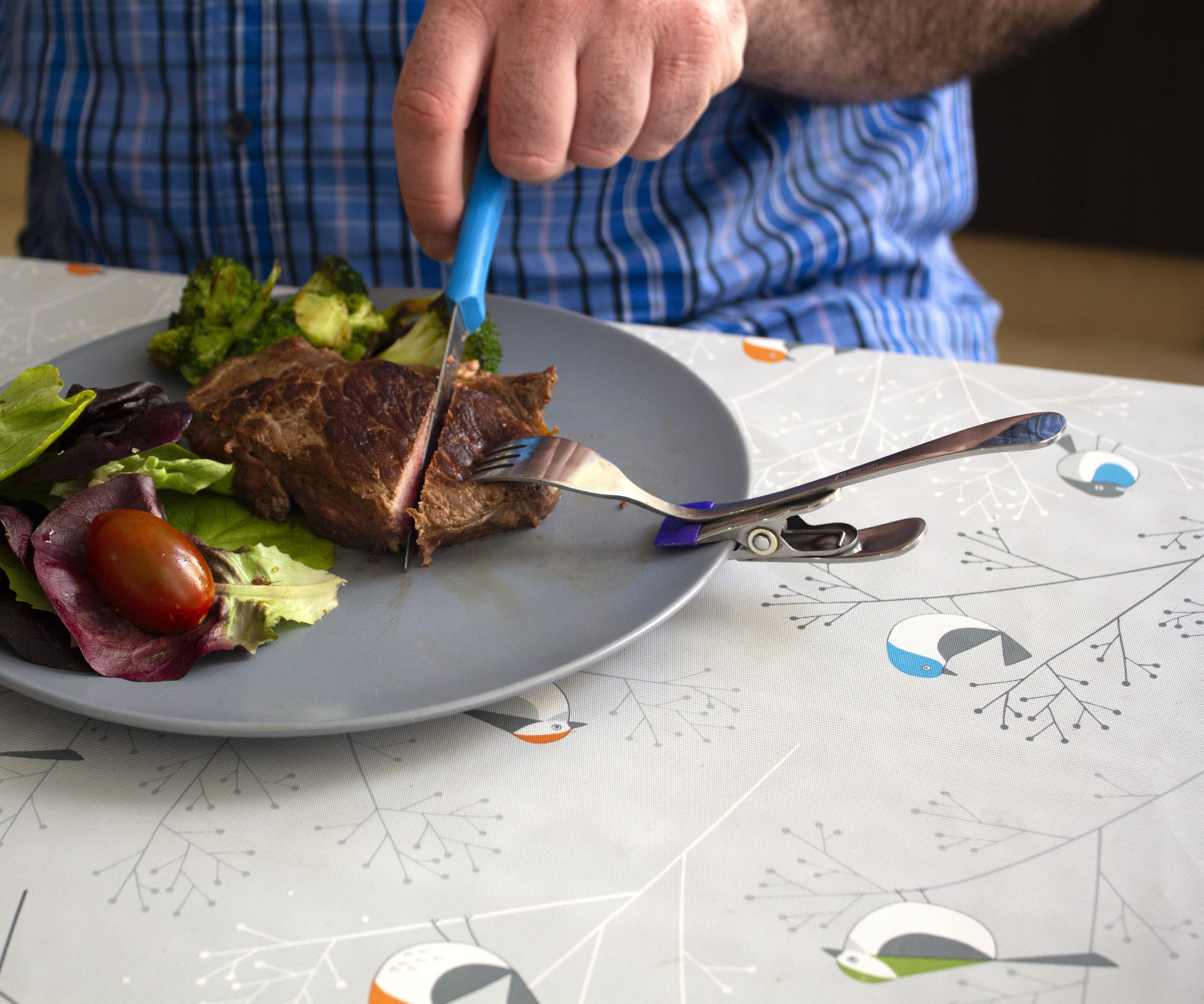 Fork for Cutting Food in One Hand