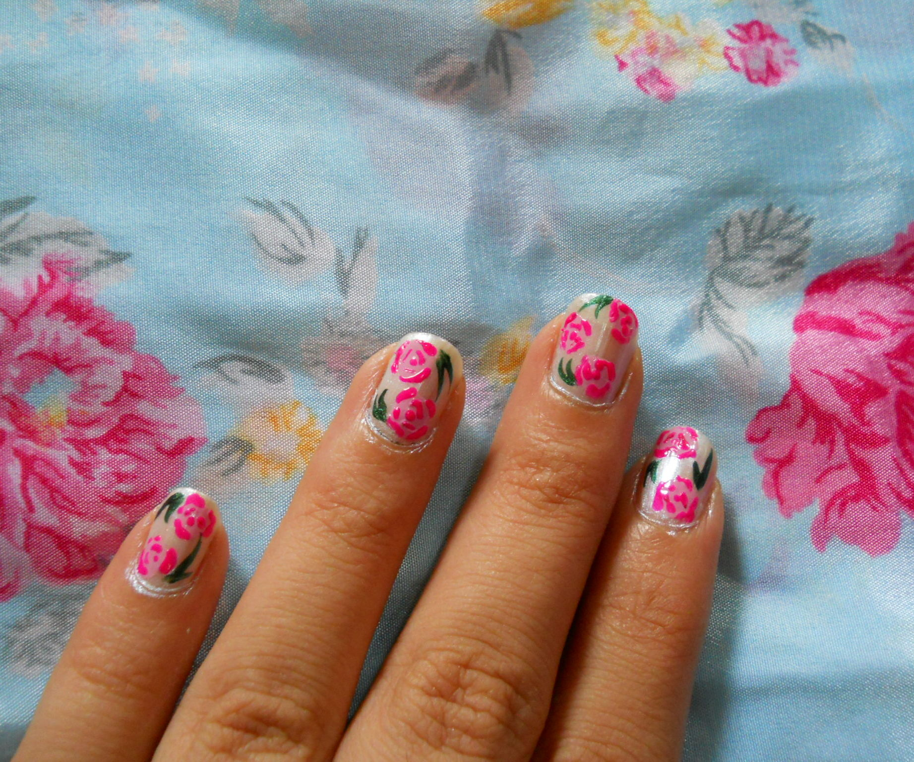 simple vintage inspired floral nailart