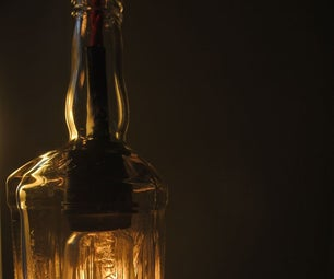 Lámpara Hecha De Una Botella De Licor