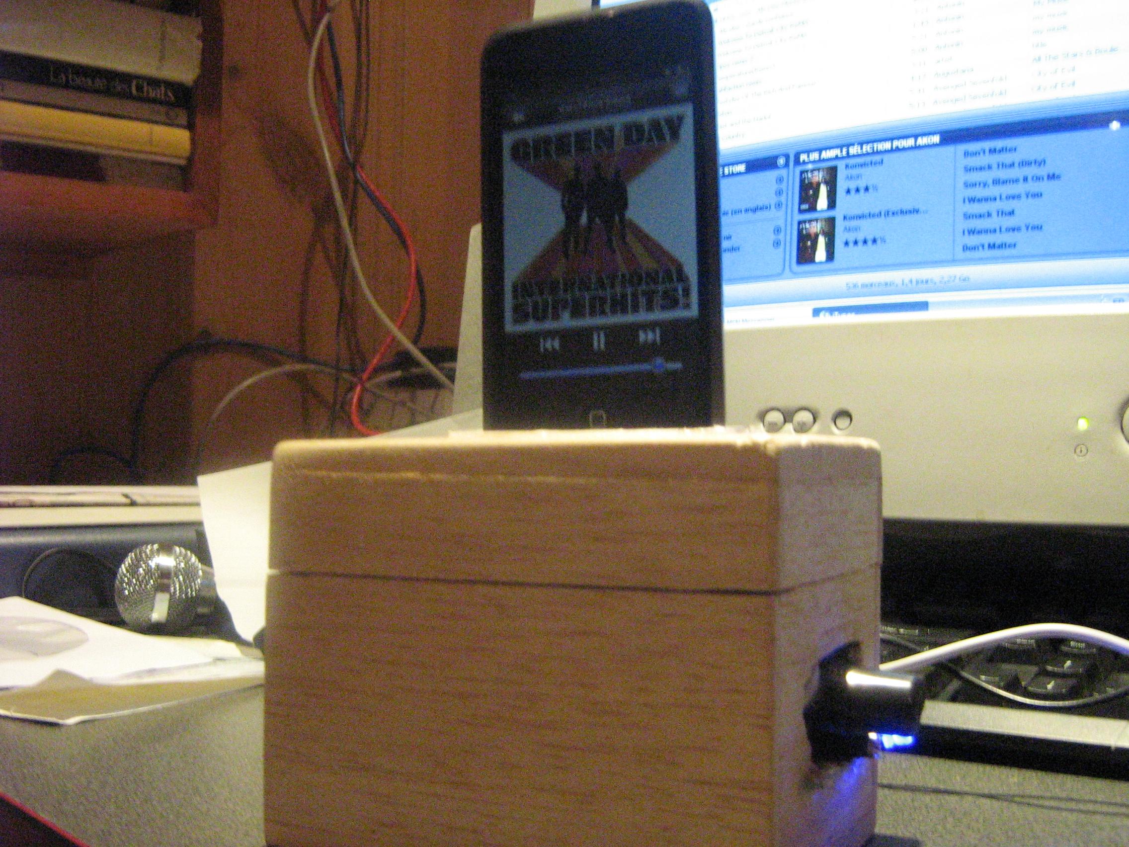 Wooden iPod Dock W/ Speaker