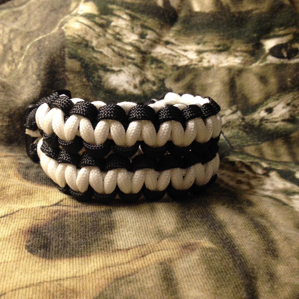 Paracord Bracelet With Fire Starter Buckle