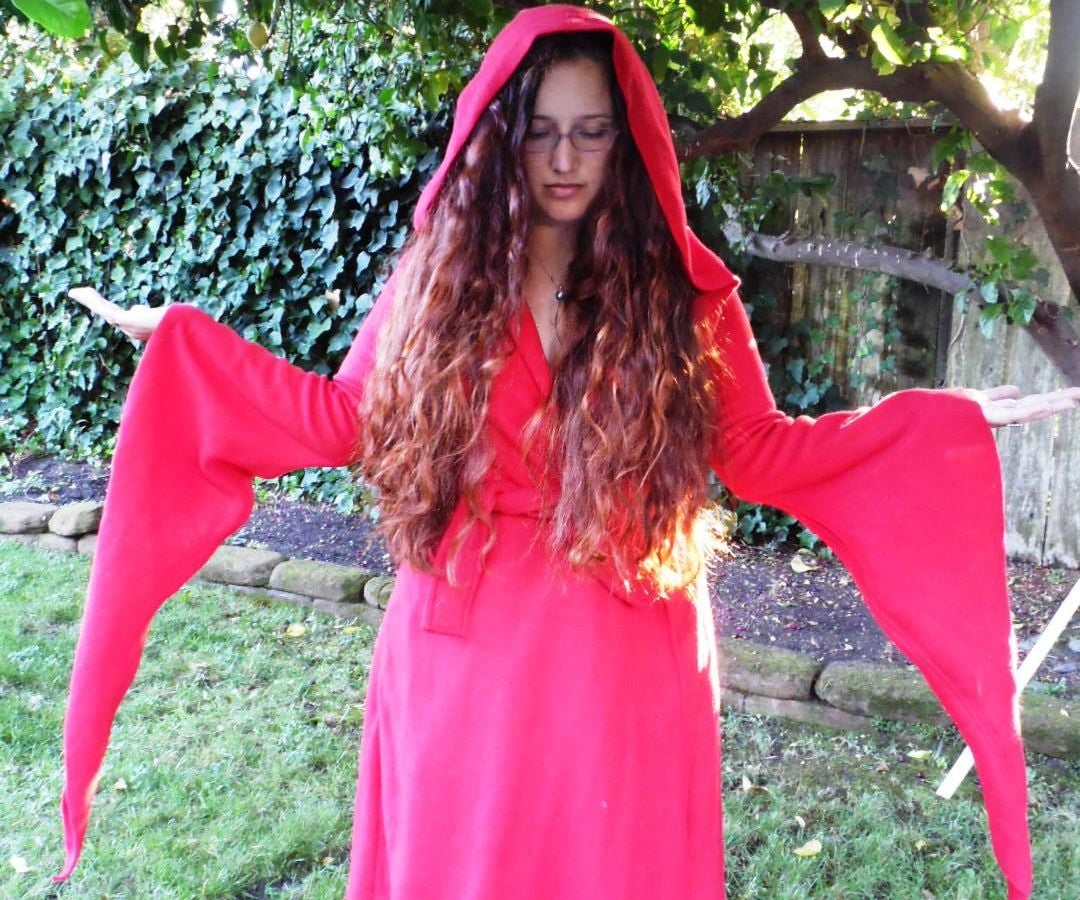 Game of Thrones Melisandre Robe : 6 Steps (with Pictures ...