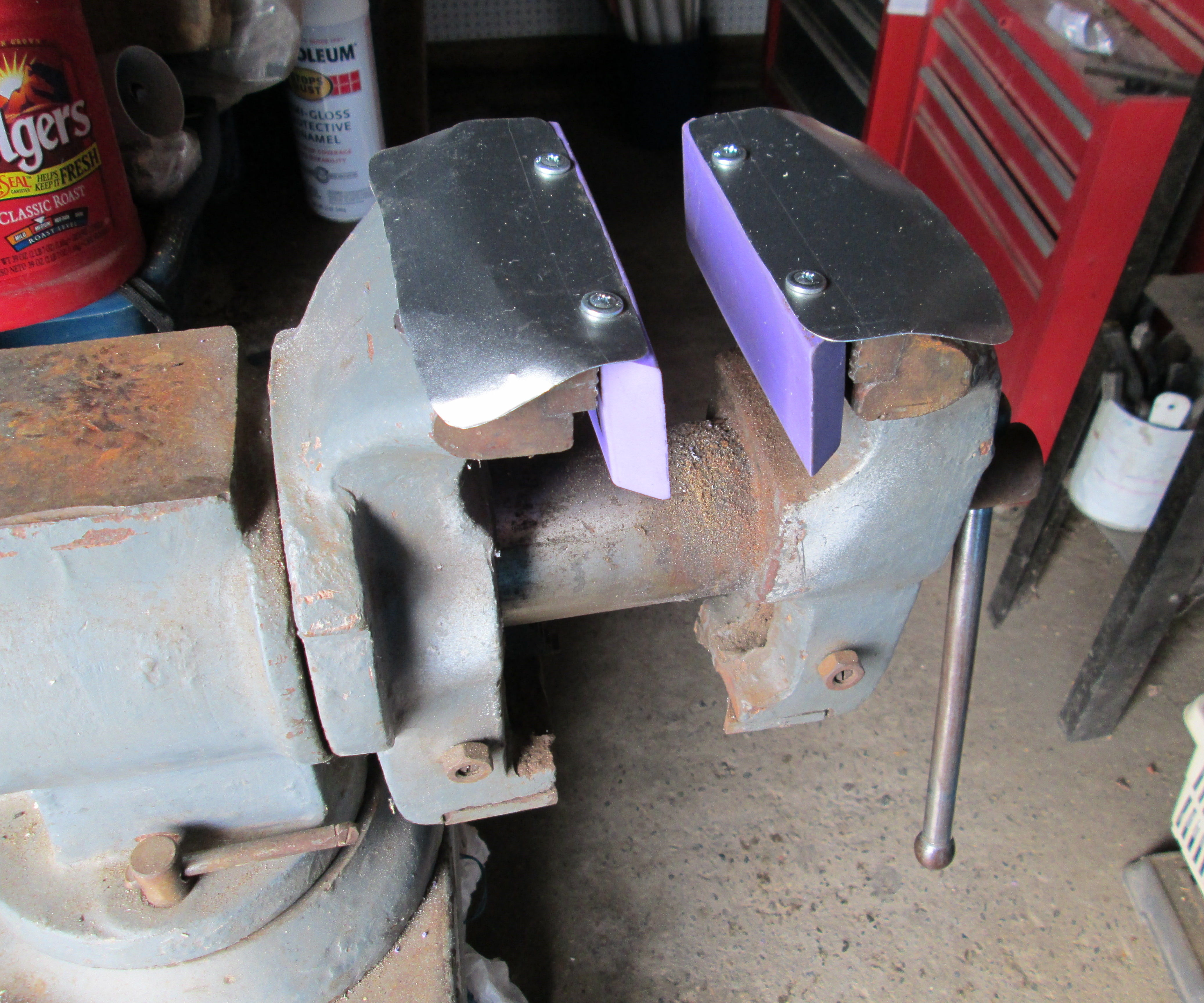 Magnetic Rubber Jaws for a Vise