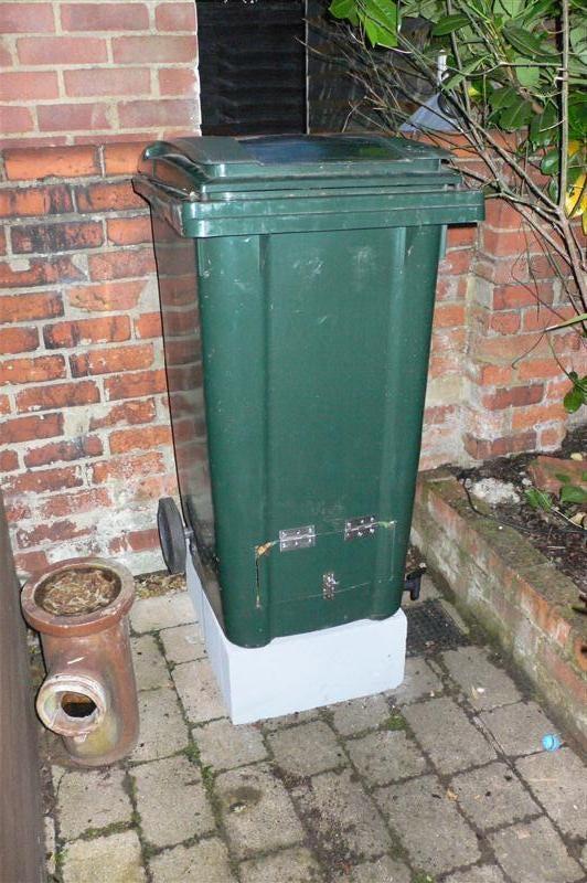 Make a Compost Bin From a Wheelie Bin