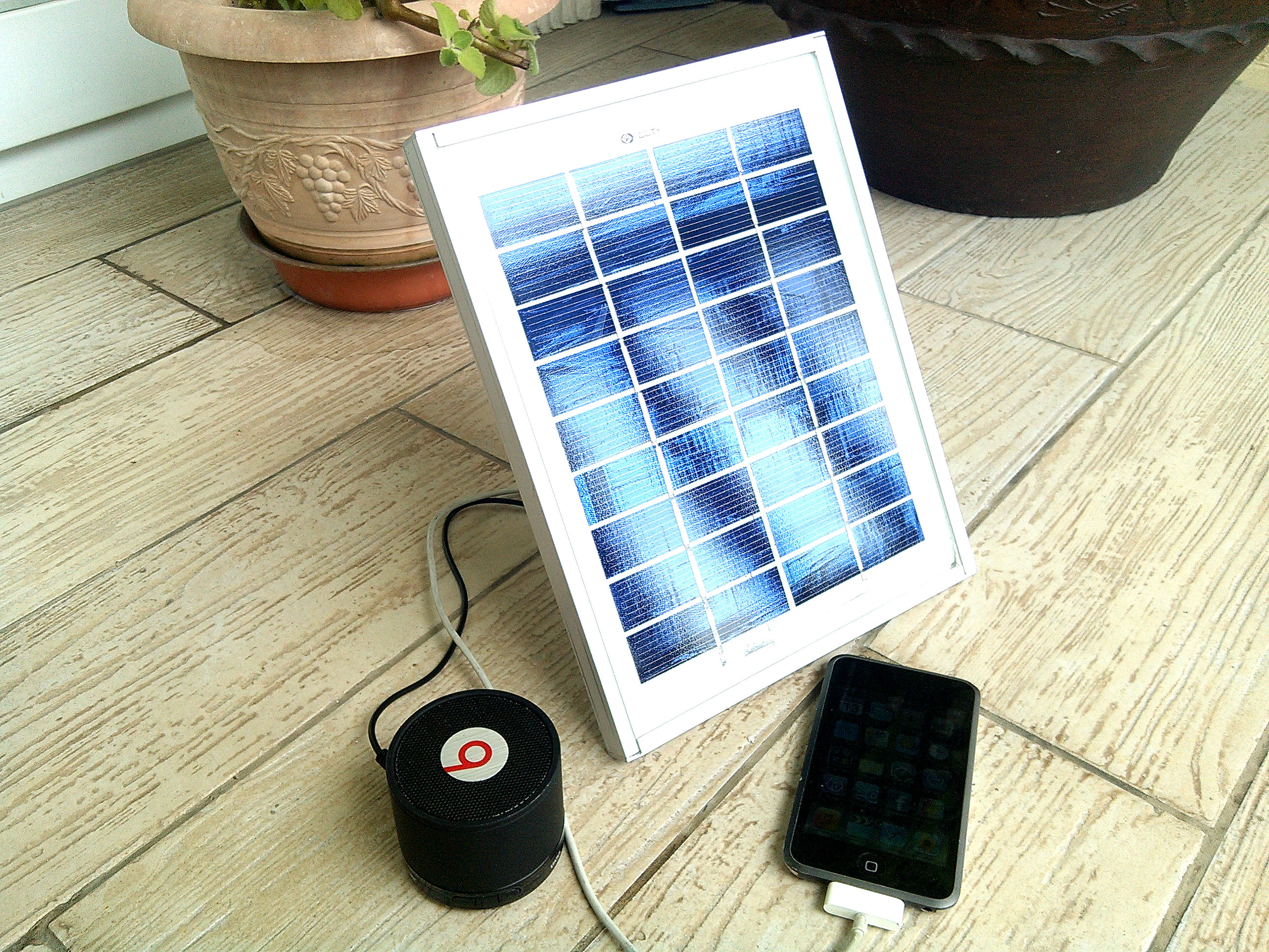 DIY Portable USB Solar Charger ($20 - 4 Ports)