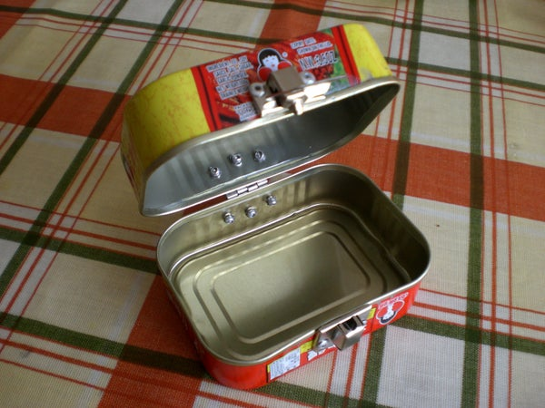 Upcycled Clamshell Tin Box