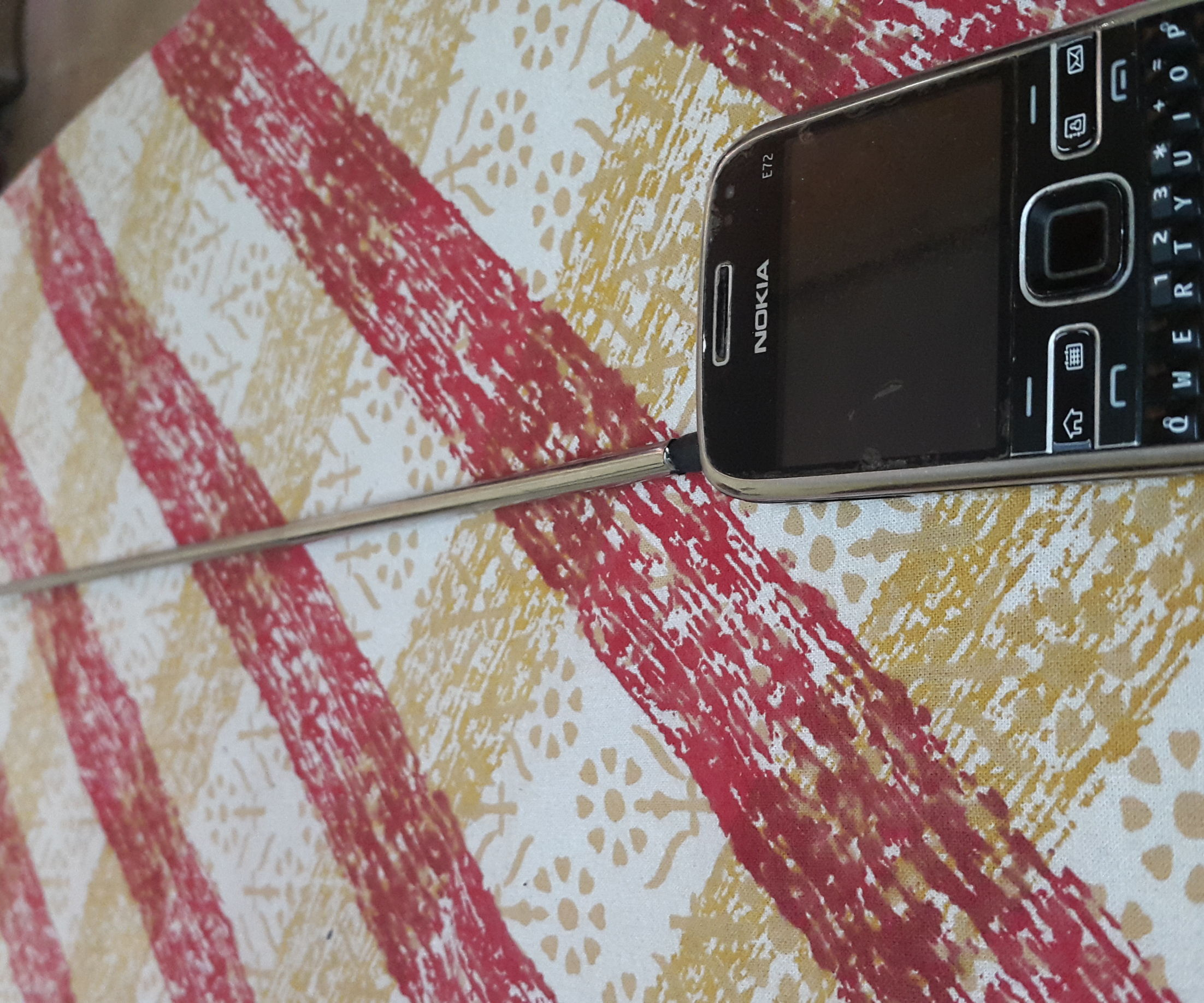 Make a Mobile Antenna to Listen to FM Radio without Headphones