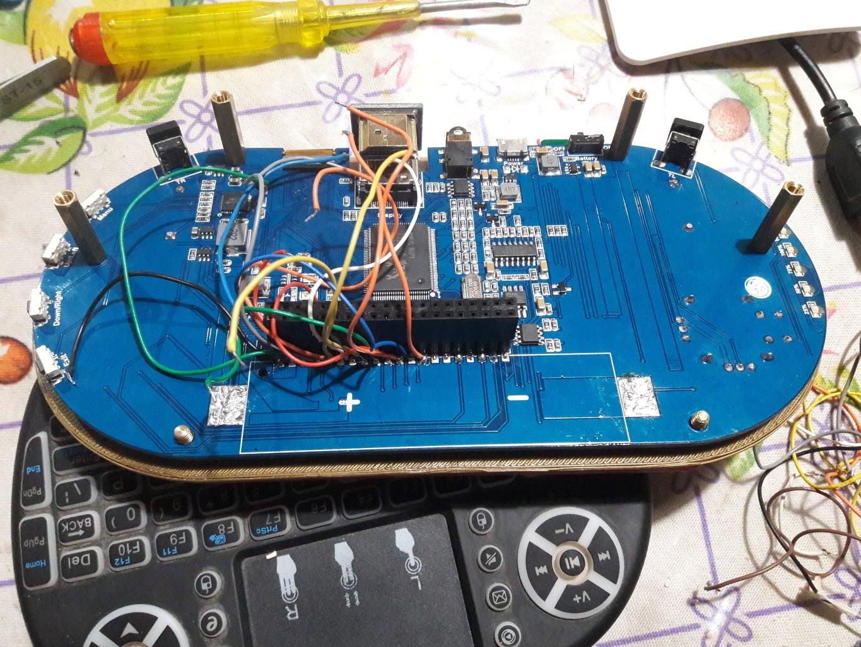 Desolder the Battery Holder/ Desoldar El Porta Baterías