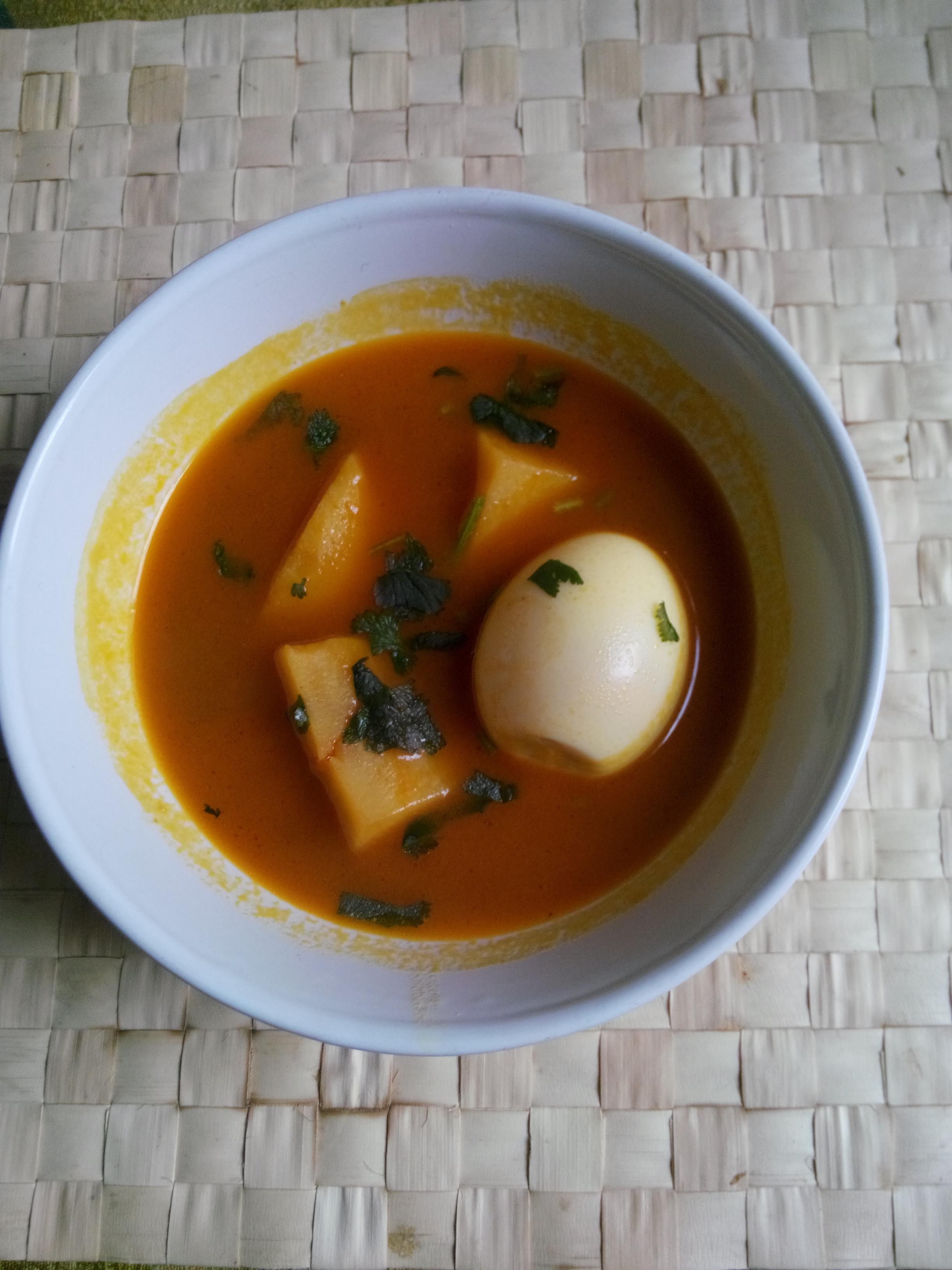aloo anday salan ( egg potato curry)