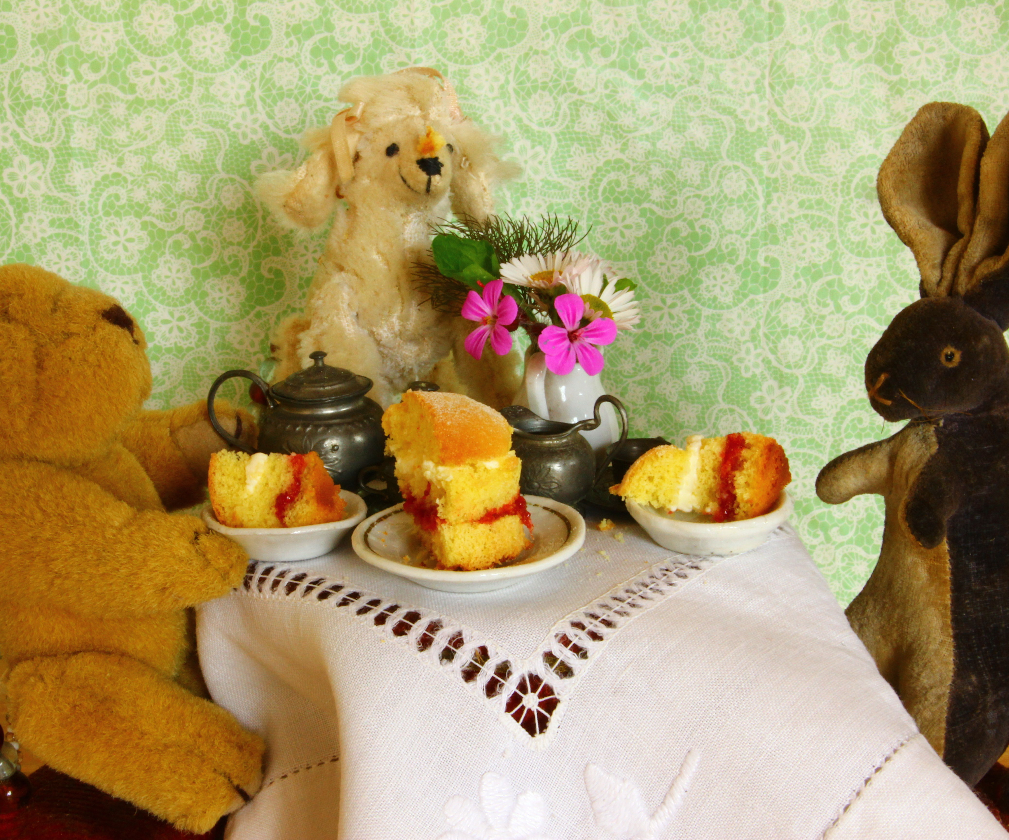 Mini Strawberry and Cream Sponge Cake Tiny Tea-time