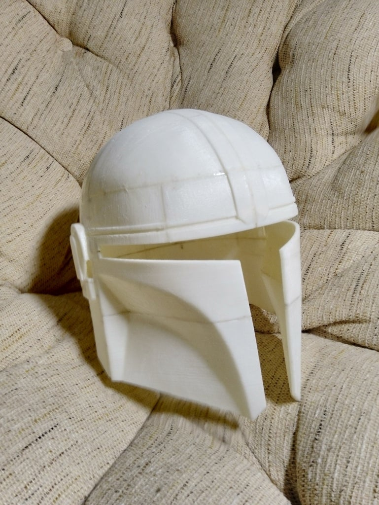 Mandalorian Helmet on 3d Printer