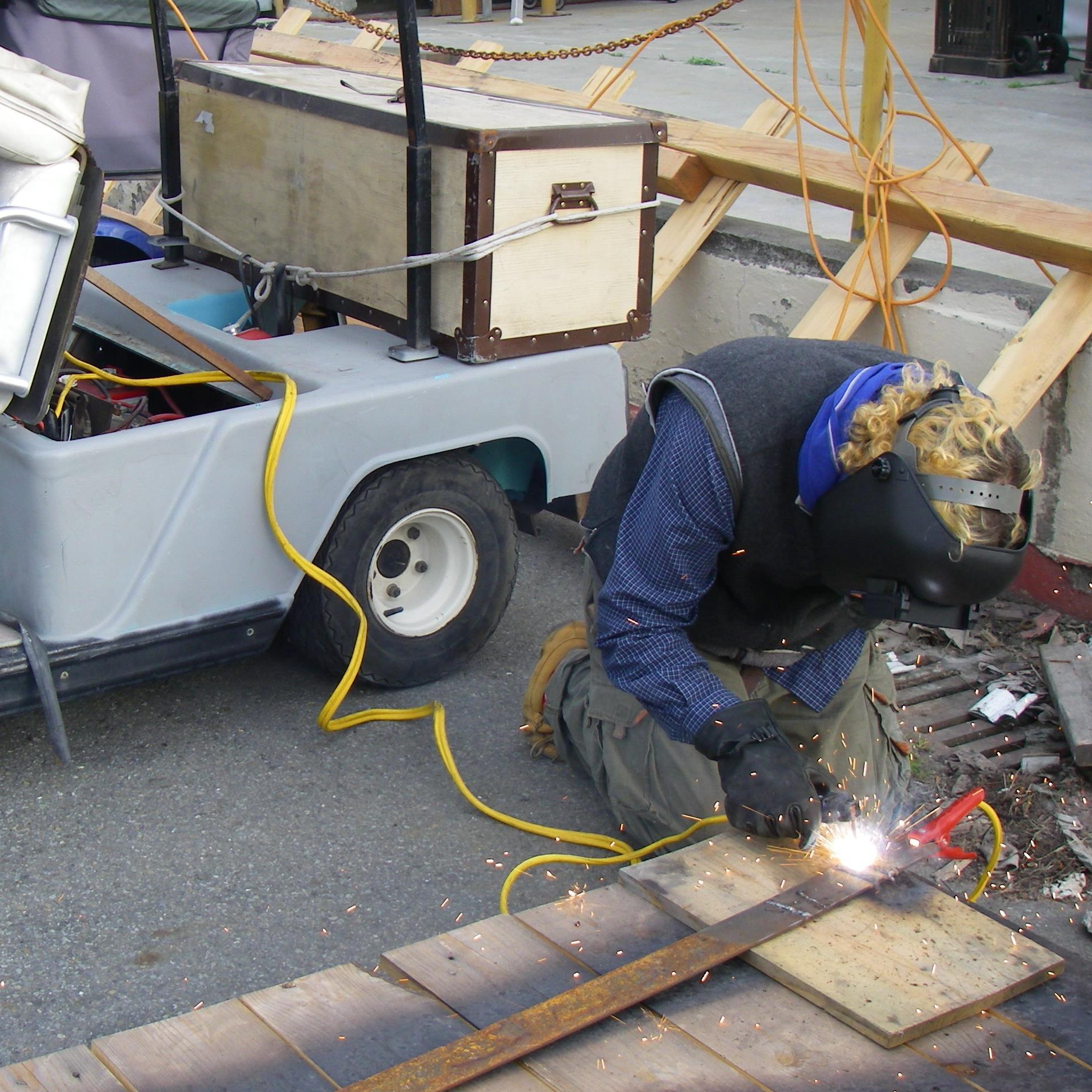 Batteries + Jumpercables = DC Welder