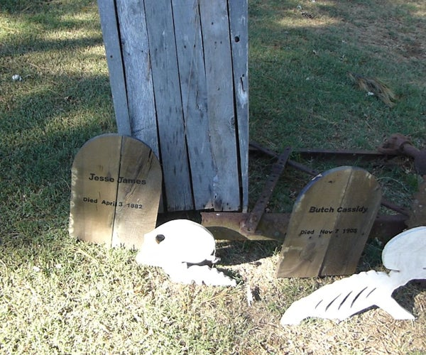 DIY Simple Pallet Tombstones