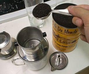 在家里制作越南黑咖啡