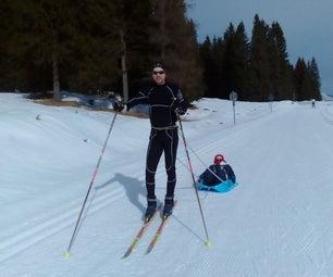 婴儿的滑雪雪橇
