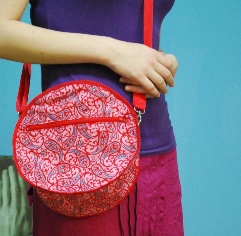 Make a totally unusual ROUND, circular, non-quadrangular bag