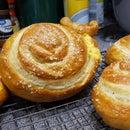 Smoked Cheese Snetzels(Snail Pretzels)