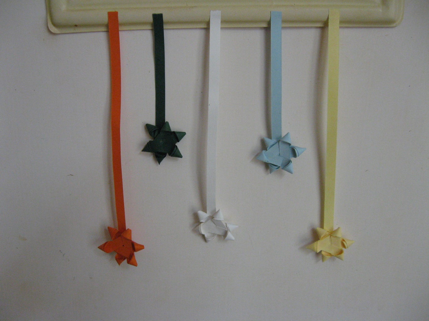How to Make Small Stars With Quilling Strips